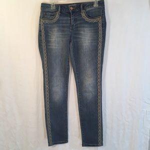 Sonoma medium wash Skinny jeans w/ embroidery sz 6